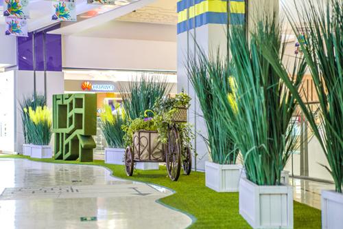 绿色植物景观入住商场